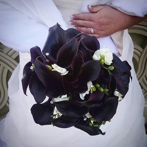 acentralparkwedding.com-black-calla-lily-bridal-boquet