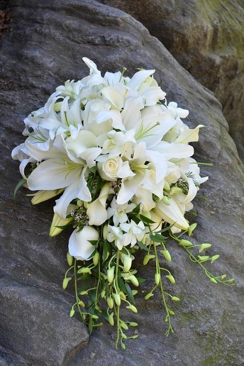 cascading-bridal-bouquet-white