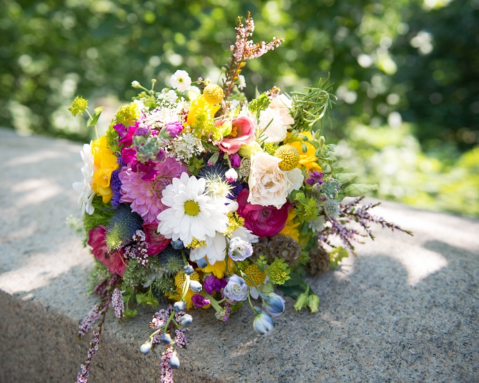 colorful-wildflower-brida-bouquet