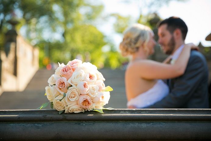 cream-peach-garden-rose-bridal-bouquet