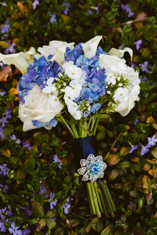 deep-blue-and-white-wedding-bouquet