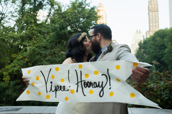 wedding-photo-with-props