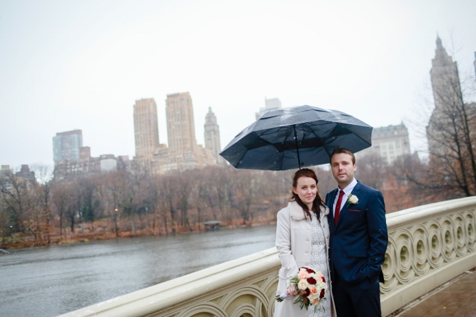 bow-bridge-central-park-rainy-day-wedding