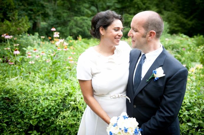 summer-wedding-portrait-shakespeare-garden