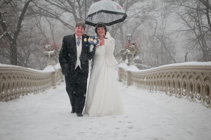 winter-wedding-bow-bridge-central-park