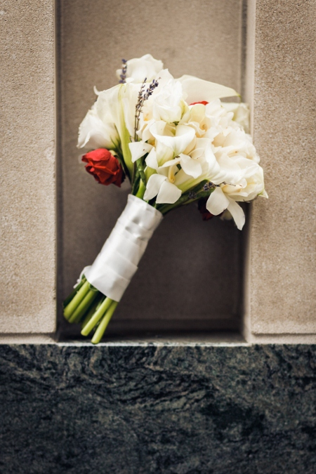 white-wedding-bouquet-red-accent