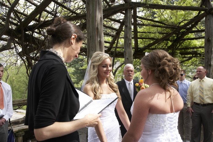 spring-wedding-at-cop-cot (13)