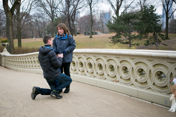 surprise-proposal-at-bow-bridge (4)