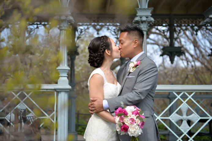 spring-wedding-at-shakespeare-garden-30