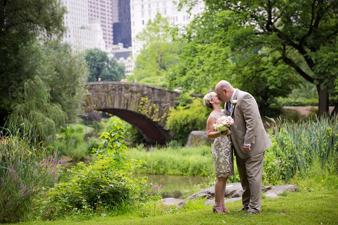 A Central Park Wedding Get Married In Nyc Summer Wedding In Shakespeare Garden Central Park