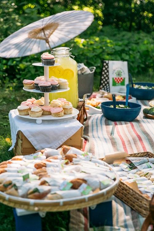 Picnic Wedding with Magnolia Cupcake Tower