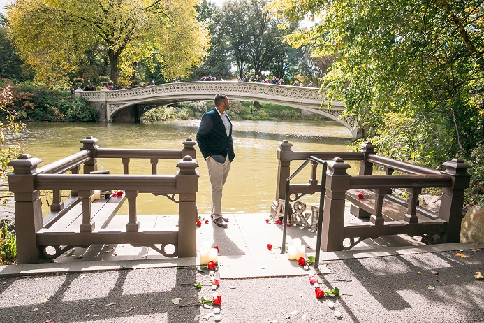 Man waits to propose to girlfriend on decorated landing in front of Bow Bridge